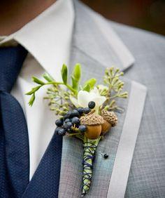un accessoire de marié avec des glands et fleurs