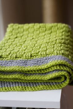 A lovely lime Basket Weave Baby Blanket, tutorial by Joanne Loh. I love this colour!
