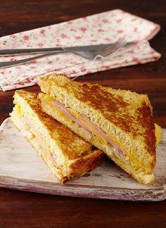 Receta Sándwich Montecristo con queso Paipa, huevo y cebollas doradas