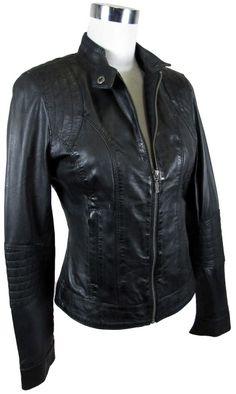 Eine Lederjacke darf in keinem Kleiderschrank fehlen