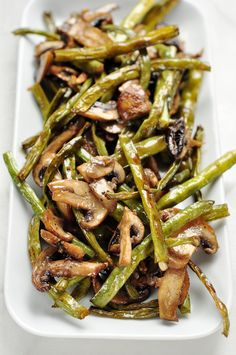 Roasted Green Beans and Mushrooms. Trade in your casseroles and boring veggie dishes for this delicious, healthy, and flavorful roasted green beans and mushrooms recipe. Side Dish Recipes, Vegetable Recipes, Vegetarian Recipes, Cooking Recipes, Healthy Recipes, Recipes Dinner, Healthy Mushroom Recipes, Paleo Side Dishes, Healthy Dishes