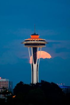 'Supermoon' puts on show in Seattle   Weather Blog   Seattle News, Weather, Sports, Breaking News   KOMO News