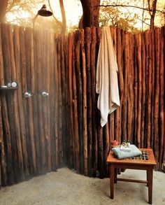 http://homemydesign.com/2013/15-awesome-outdoor-showers-and-bathrooms/outdoor-shower/