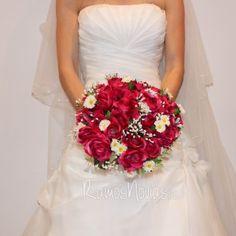ramo-novia-rojo-tela One Shoulder Wedding Dress, Wedding Dresses, Fashion, Tela, Wedding Bouquets, Red, Boyfriends, Bride Dresses, Moda