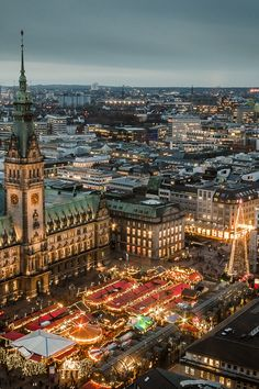 City Hall & Christmas Market - Hamburg, Germany by Oliver K. Beautiful Places To Visit, Oh The Places You'll Go, Cool Places To Visit, Beautiful World, Places To Travel, Hamburg City, Hamburg Germany, Travel Around The World, Around The Worlds