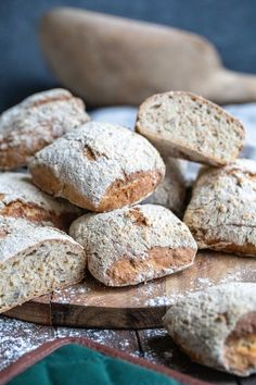 Lättbakat grovt bröd | Fredriks fika - Allas.se Pescatarian Recipes, Swedish Recipes, Bread And Pastries, Keto Snacks, Healthy Baking, Recipe Of The Day, Food To Make, Cake Recipes, Breakfast Recipes
