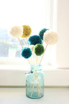 DIY pompom flowers day 3 of pompom week! to learn how to make pompoms 3 ways, start here. to make a super fun pompom pillow, go here. i love how adorable these pompom flowers are! they spruce up a space, and you d. Pom Pom Flowers, Yarn Flowers, Diy Flowers, Flower Crafts, Flower Diy, Pom Pom Crafts, Yarn Crafts, Pom Pom Diy, Pom Pom Garland