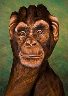 Rostro de mono en brazos trabajado en tonos marrones con detalles realistas