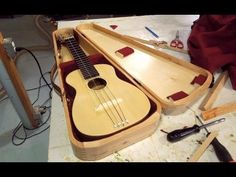 The Way To Learn Acoustic guitar: An Program For Starters Wooden Case, Wooden Boxes, Learn Acoustic Guitar, Fender Acoustic, Guitar Storage, Ukulele Case, Woodworking Shop Layout, Woodworking Ideas, Small Guitar