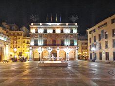 Plaza Mayor de Castellón de la Plana. Vista del ayuntamiento. Alicante, Plaza, Mansions, House Styles, Home Decor, Valencia Spain, Town Hall, Community, Cities
