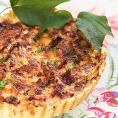 Kantarellpaj - enkelt recept | Mitt kök Chicken Mushroom Recipes, Swedish Recipes, Salmon Burgers, Vegetable Pizza, Bread Recipes, Quiche, Bacon, Stuffed Mushrooms, Dinner