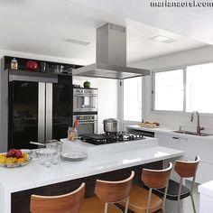 Cozinha preta e branca 😍❤️ Projeto: Antônio Armando Foto: Mariana Orsi
