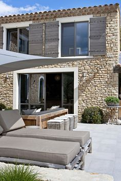 Sun sail over the patio. Outdoor Spaces, Outdoor Living, Outdoor Life, Mediterranean Homes Exterior, Stone Houses, Home Fashion, My Dream Home, Home Deco, Architecture Design