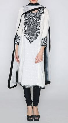 Ideal monochrome suit that can be dressed up and down. Can be paired nicely with a smart blazer or a casual jean or biker jacket. India Fashion, Muslim Fashion, Hijab Fashion, Fashion Dresses, Indian Attire, Indian Wear, Pakistani Outfits, Indian Outfits, Simple Indian Suits