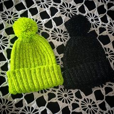 Reflective beanies with Novita Hohde Knitting Ideas, Beanies, Knitted Hats, Diy And Crafts, Dark, Knit Caps, Beanie, Knitted Beanies, Knit Hats