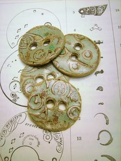 STEAMPUNK BUTTON handmade : polymer?
