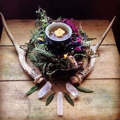 20 Fabulous Feng Shui Altar Photos, Get Inspired! Here are over 20 photos of beautiful home altars with great feng shui to inspire the creation of your own home altar! Beltane, Meditations Altar, Altar Particular, Pagan Altar, Home Altar, Witch Aesthetic, Book Of Shadows, Yule, Feng Shui
