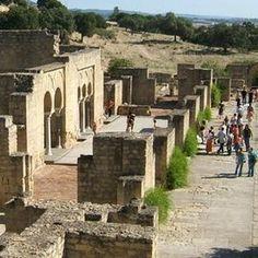 MEDINA AZAHARA. Medinat al-Zahara, la fastuosa y misteriosa ciudad que Abd-al Rahman III mandó construir a los pies de Sierra Morena, a ocho kilómetros de la capital, encierra historias legendarias.