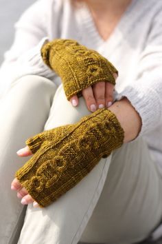 A great mitten pattern for The Fibre Co Acadia from PATTERNFISH