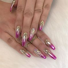 Chrome nail is a popular nail art design in recent years. Chrome nails use the latest technology. They use some gold or silver or other metallic colors to make them look metallic. Have you tried Chrome nail art designs before? If not, look at the 35 Fabulous Nails, Gorgeous Nails, Pretty Nails, Fancy Nails, Bling Nails, Stiletto Nails, Coffin Nails, Acrylic Nails, Hot Nails