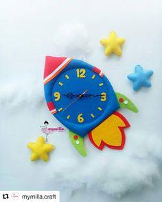 #Repost @mymilla.craft (@get_repost) ・・・ Jam Roket . . . . Diameter 30cm Panjang 45cm Bahan flanel . . . . #feltclock #flanelclock… Vegas Strip, Foam Crafts, Paper Crafts, Diy For Kids, Crafts For Kids, Kids Room Accessories, Flannel Material, Diy Clock, Wooden Clock