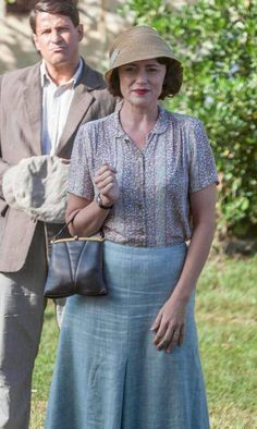 Vintage Fashion Louisa Durrell blue outfit - Exploring the oh-so-elegant casual wardrobe of Louisa Durrell as beautifully worn by wonderful British actress Keeley Hawes. 1930s Fashion, Vintage Fashion, Film Fashion, The Durrells In Corfu, Outfits For Teens, Casual Outfits, The Other Boleyn Girl, Preppy Girl, 20th Century Fashion