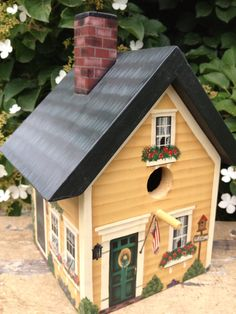 Beautiful birdhouse with detailed painting!