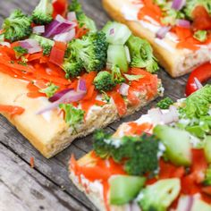 These Veggie Pizza Squares are a delicious appetizer or snack. The creamy spread is so tasty with the crunchy vegetables and soft crust. Veggie Snacks, Veggie Pizza, Family Meal Planning, Family Meals, Family Recipes, Great Appetizers, Appetizer Recipes, Roasted Vegetables, Veggies