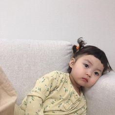 Trong hình ảnh có thể có: 1 người, trong nhà Cute Baby Meme, Baby Memes, Cute Funny Babies, Cute Little Baby Girl, Cute Baby Girl Pictures, Baby Girl Images, Cute Chinese Baby, Chinese Babies, Cute Asian Babies