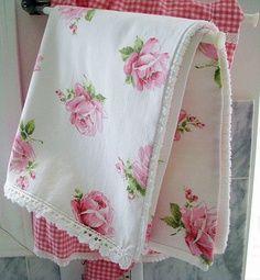 white vase towel 2560x1440 - photo #33