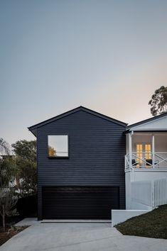 A Glass Addition Lends Loft-Style Living to a Traditional Australian Cottage Modern Garage Doors, Wood Garage Doors, House Cladding, Exterior Cladding, Exterior Paint, Garage Extension, Clad Home, Loft Stil, Roof Beam