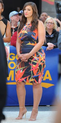 Study up on these nine plus-size style lessons from Ashley Graham. Big Girl Fashion, Curvy Fashion, Look Fashion, Plus Size Fashion, Fashion Women, Fashion Tips, Looks Plus Size, Plus Size Model, Plus Size Dresses