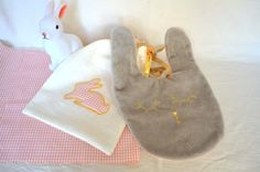 Bib rabbit and its linen pouch