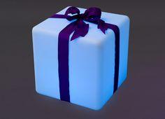 Cube lumineux Led orné d'un ruban cadeau. Une idée déco !!