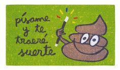 Felpudo Písame y te traeré suerte. Un felpudo original y muy colorido perfecto para regalar. Con diseño de Anna Llenas, y lo tenemos en Decocuit, regalos y decoración en Burgos y también en www.decocuit.com.