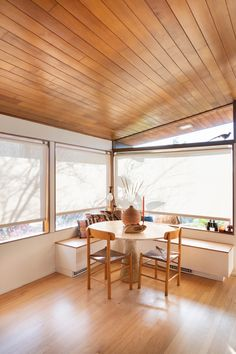 Our Sunbrella Solar Shades feel right at home in designer Brooke Eide's dining room. The textured material and gently filtered light perfectly complement the space's warm minimalism aesthetic. Dining Room Windows, Dining Room Lighting, Solar Shades, Elegant Dining Room, Minimalism, Room Decor, Interior Design, Modern, Studio Design