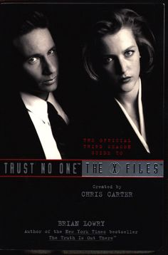 Trust No One: The Official Third Season Guide to The X-FILES, Brian Lowry,Chris Carter,David Duchovny,Gillian Anderson,Cult SF TV Series,Ufo