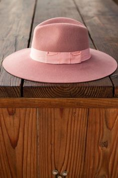 The Elle Felt Fedora from Wyeth is made from 100% Australian wool felt and brushed with a luxe finish. Featuring a gros grain ribbon band with a tacked bow, a high dramatic crown and soft flowy wide brim. #bohohat #hats #hatsforwomen #womenshat