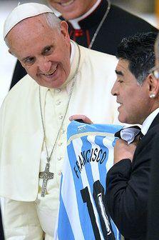 Hand of god ? Football Is Life, Football Art, Roberto Baggio, Diego Armando, Legends Football, My Dream Team, Papa Francisco, Professional Football, Pope Francis