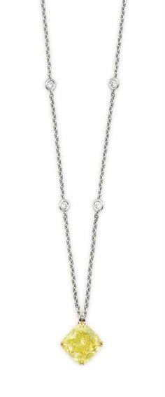 A fancy yellow diamond. Cute Jewelry, Jewelry Sets, Jewelry Accessories, Vintage Jewelry, Diamond Pendant Necklace, Gemstone Necklace, Peridot Bracelet, Canary Diamond, Bangle Bracelets