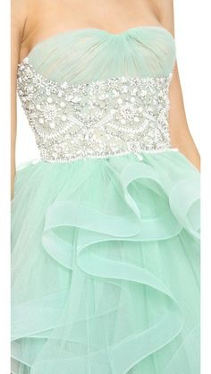 Stunning strapless dress in Teal Homecoming Dresses, Grad Dresses, Formal Dresses, Pretty Outfits, Pretty Dresses, Beautiful Dresses, Navy Green, Mint Green, Ball Gowns Fantasy