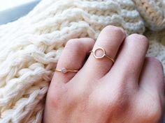 Tiny Donut Ring por GemBlue en Etsy