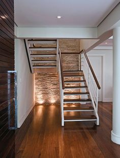 reformar escaleras (5) Space Saving Staircase, Loft Staircase, Entry Stairs, Staircase Remodel, Staircase Railings, House Stairs, Stairways, Timber Stair, Metal Stairs