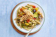 Kijk wat een lekker recept ik heb gevonden op Allerhande! Spelt penne met walnotenpesto & kip Spelt Pasta, Cooking Recipes, Healthy Recipes, Pasta Salad, Foodies, Good Food, Snacks, Meals, Penne