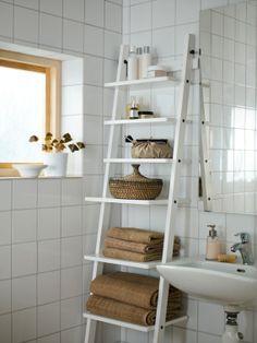 Laat zien wat je in je 'badkamer' hebt door de mooiste spullen in ons HJÄLMAREN wandrek te zetten. #IKEA