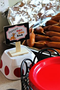 Throw a party inspired by the Happiest Place on Earth with these Disneyland Food Ideas! Food Truck Party, Party Food Themes, Party Ideas, Disneyland Birthday, Disneyland Food, Disney Birthday, Disney Themed Food, Disney Food, Disney Tips