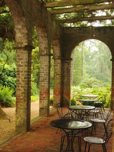 Barnsley Gardens.