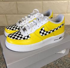 HEY TAXI HEY TAXI Yellow checkerboard Custom painted nike air force one s dont by customsb Air Force One Shoes, Nike Air Force Ones, Custom Painted Shoes, Custom Shoes, Custom Af1, Nike Air Shoes, Sneakers Nike, Basket Style, Basket Mode