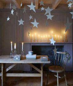 como-decorar-casa-hogar-decoracion-minimalista-navidad-estrellas-blancas-guirnaldas-techo