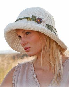 Широкополая летняя шляпа от Drops Design вязаная крючком